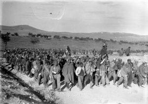La 109ª BM marcha hacia las líneas enemigas para entregarse