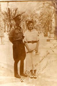 """Viaje de novios del teniente Juan María Revelles y """"Maruchi"""" Tejada. Alicante, 1938. """"Hasta la muerte juntos. Maruchi"""". Foto cedida por su hijo Antero Revelles."""